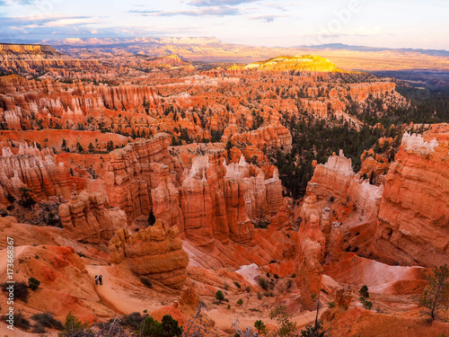 Fotobehang Rood traf. The Bryce Canyon National Park, Utah, United States