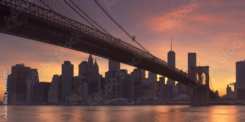 Brooklyn Bridge and New York City skyline at sunset плакат