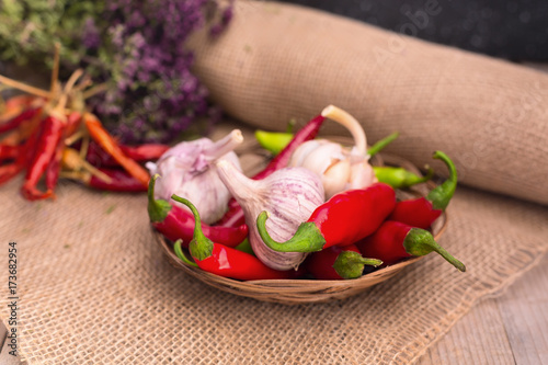 Papiers peints Hot chili Peppers Food still life with garlic, green and red hot chili peppers