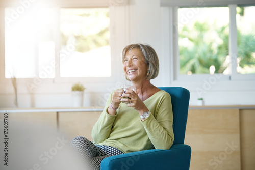 Papiers peints The Senior woman relaxing in armchair drinking hot tea