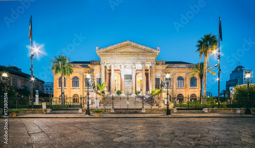 Spoed canvasdoek 2cm dik Palermo The night view of Teatro Massimo - Opera and Ballet Theater in Verdi Square, Palermo, Sicily, Italy