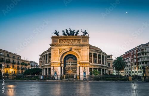In de dag Palermo The morning view of the Politeama Garibaldi theater in Palermo, Sicily, Italy