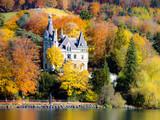 Schloss Hünegg am Thunersee, Herbst im Berner Oberland, Schweiz