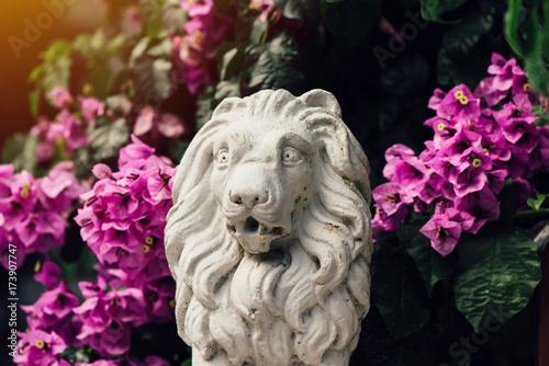 Aluminium Lion Small concrete sculpture of lion among flowers