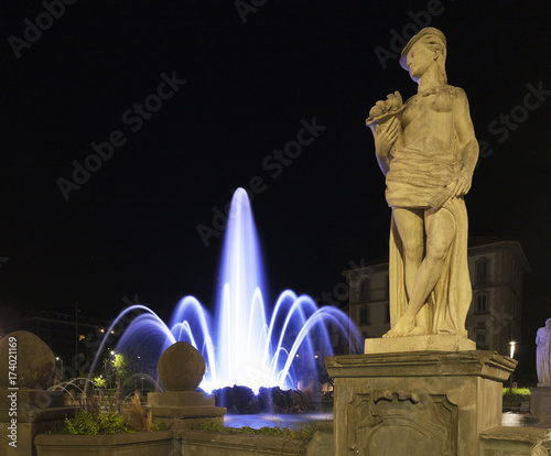 Tuinposter Milan Detail fountain and statue