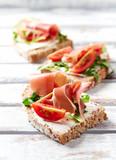 Sandwich with serrano ham, cream cheese and arugula - 174025370