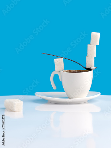 Fotobehang Koffiebonen Cup with coffee, sugar and spoon.