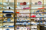 Large shop window with utensils - 174045304