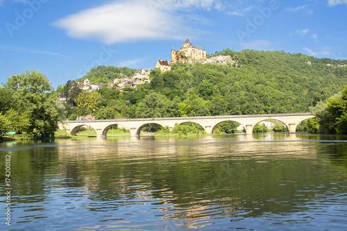 Foto op Canvas Pistache La Roque Gageac. Le château de Castelnaud vu depuis la Dordogne. Dordogne. Nouvelle Aquitaine