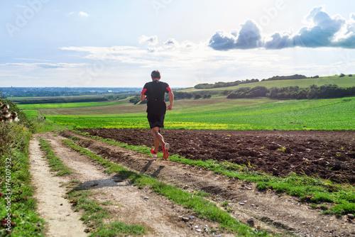 Fotobehang Hardlopen footing dans les chemins