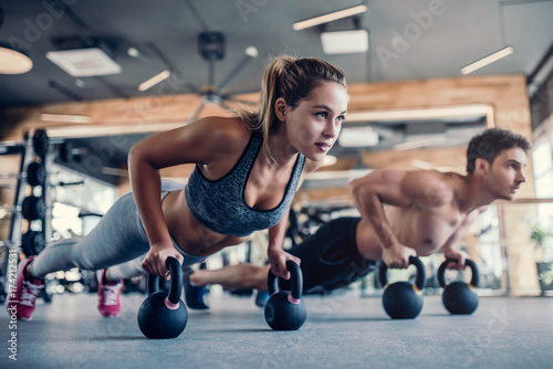 Couple in gym © Vasyl