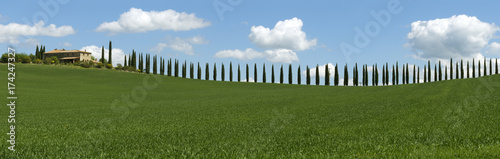 Deurstickers Toscane Tuscany panorama with farmhouse and cypresses