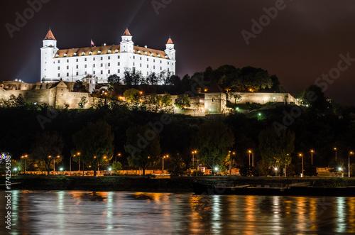 Schloß Bratislava bei Nacht Poster