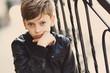 Портрет красивого мальчика в черной куртке
