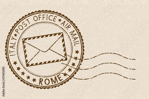 Znaczek pocztowy, okrągły brązowy znaczek z ikoną koperty. Rzym, Włochy
