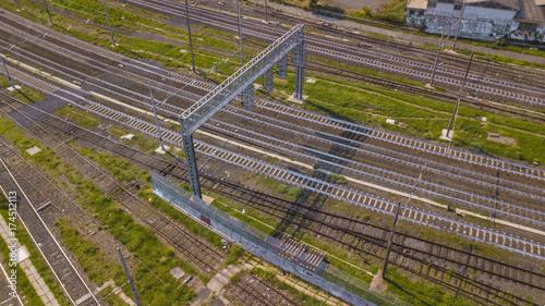 In de dag Spoorlijn Vista aerea dei binari del treno presso una stazione di una grande ciità europea.