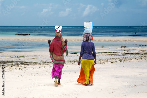 Poster Zanzibar African working women carrying goods on head to the beach