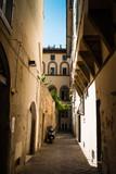 Vicolo con palazzi antichi signorili, centro storico, Firenze