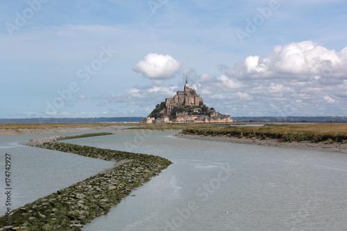 In de dag Blauwe hemel au fond le Mont St Michel