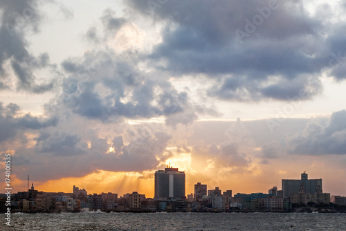 Foto op Aluminium Havana Cloudy sunset after storm at famous embankment promenade Malecon. Havana, Cuba.