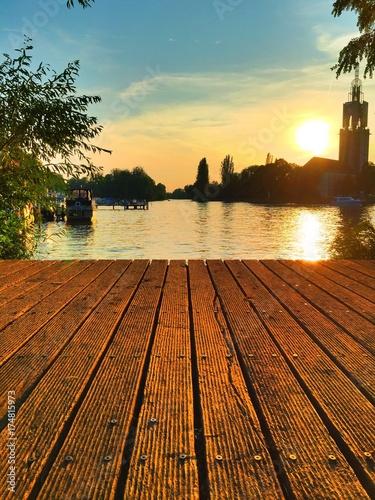 Fotobehang Bruggen Holzsteg bei Sonnenschein