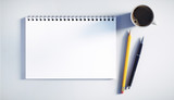 Schreibblock mit Stiften und Kaffeetasse - 174834549