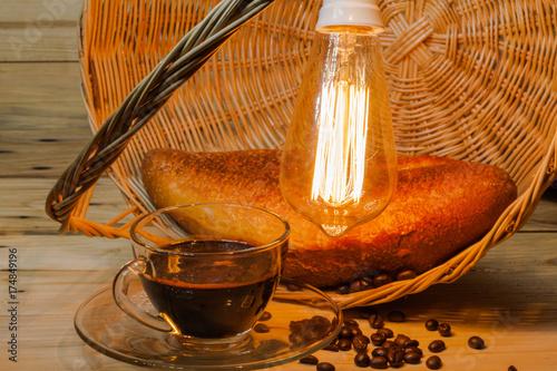 Papiers peints Café en grains transparent coffee cup and on pinewood table.