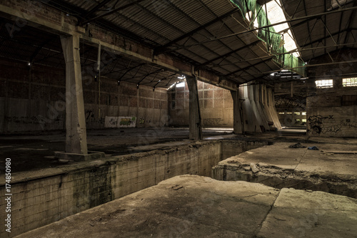 Fotobehang Oude verlaten gebouwen Abandoned Factory main hall