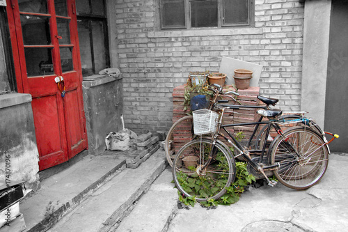 Deurstickers Peking Bicycle in alley