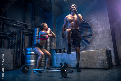 Fotobehang Fitness Couple training in a gym