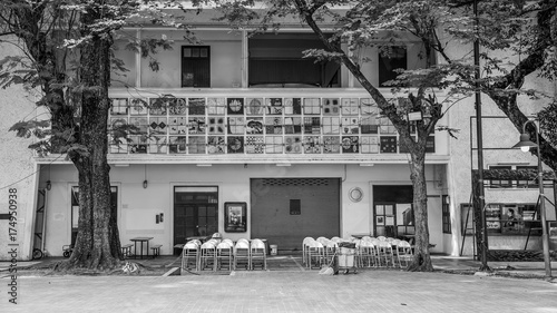 Staande foto Bangkok Chairs and building in Silpakorn University Thailand