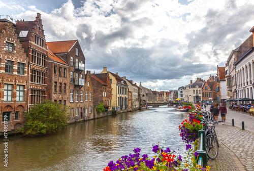 In de dag Barcelona Canals of Gent, Belgium