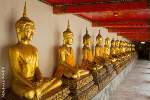 In de dag Bangkok Thailand Bangkok Grand Palace Gold Buddha Statues