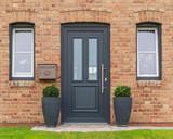 Moderne Haustür eines Hauses  - 174974168