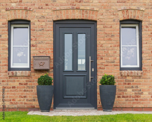 Nowoczesne drzwi wejściowe do domu