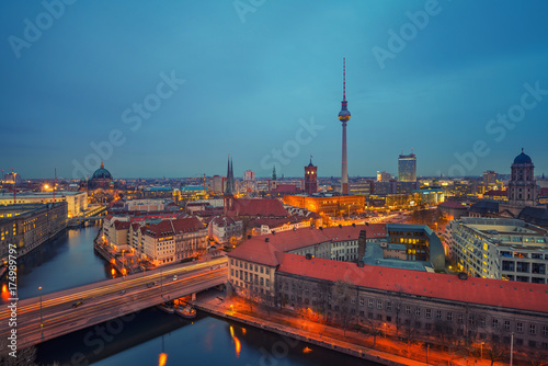Fototapeta Aerial view of Berlin at night: Spree river, museum island, alexanderplatz and tv tower, Germany