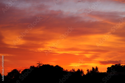 Staande foto Baksteen 幻想的な秋の朝焼け