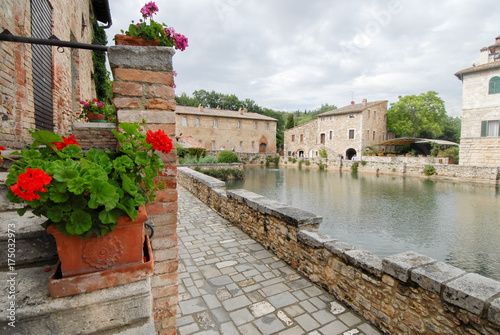 Deurstickers Toscane old thermal baths in the medieval village Bagno Vignoni, Tuscany, Italy
