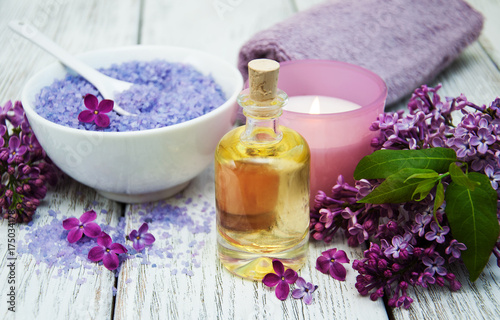 Spa setting with lilac flowers Plakat