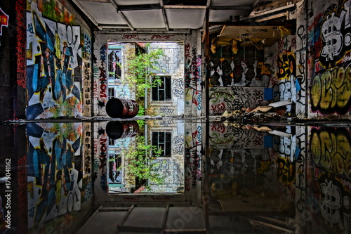 Aluminium Oude verlaten gebouwen reflet petrole 04