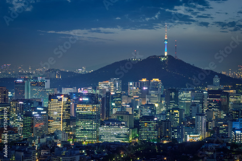 Staande foto Seoel Seoul skyline in the night, South Korea.
