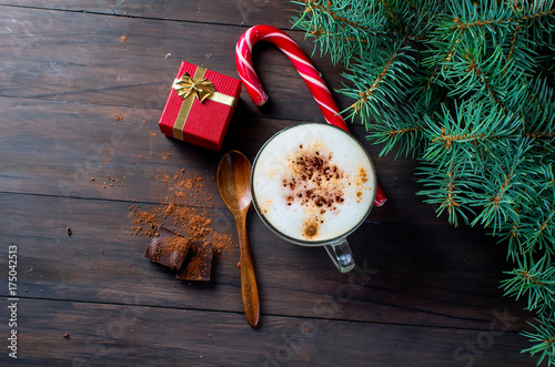 Papiers peints Cafe Cup of hot coffee latte, cinnamon, cookies and fir branches and gift