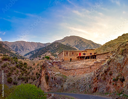 Papiers peints Maroc lonely house in the mountains of high Atlas, Morocco