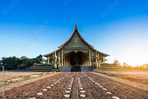 Aluminium Boeddha Beautiful Sirindhorn Wararam Phu Prao Temple ( Wat Phu Prao ) in clear blue sky , Ubon Ratchathani province, Thailand