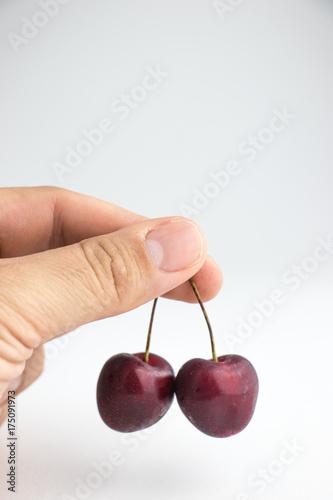 Fotobehang Kersen Fingers keeps the berries.