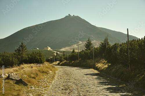 Droga na szczyt góry