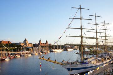 Szczecin - widok na Łasztownię i Wały Chrobrego podczas The Tall Ships Races