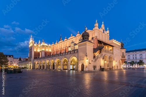 Aluminium Krakau Cloth Hall on Main Market Square in Krakow, illuminated in the night