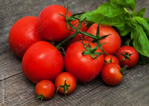 Fotobehang Kersen Fresh tomatoes on a table