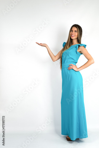 Foto op Plexiglas womenART Elegant glamour woman in evening dress with open hand presenting gesture. Full body woman showing and presenting copy space in business dress suit isolated on white background.
